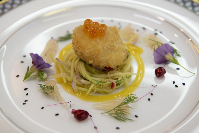 Deep fried scallop with spicy mango salad (1)